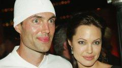 """Джеймс Хейвън и Анджелина Джоли  Джеймс е по-големият брат на Анджелина Джоли от брака на актьорите Джон Войт и Маршелин Бертран. Въпреки че самият той се отказа от кариерата си в киното, изиграва важна роля за пробива на сестра си. Докато следва в Университета в Южна Калифорния, Джеймс Хейвън получава награда """"Джордж Лукас"""" за студентски филм, в който участва Анджелина Джоли."""