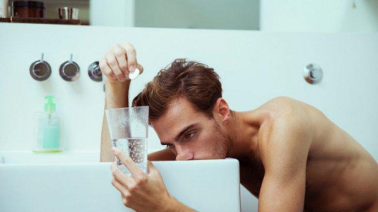 9. Ограничете алкохола Макар да е вярно, че малки количества алкохол може да подобрят здравето на сърцето, то големи количества, консумирани наведнъж или редовно, може да потиснат естественото производство на тестостерон. Алкохолът може да насърчи възпалителни процеси в тялото и деградацията на тестостерона.