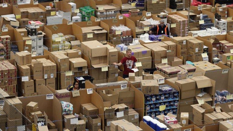 Така изглеждат складовете на Amazon, които служат за съхранение и логистика на всички стоки