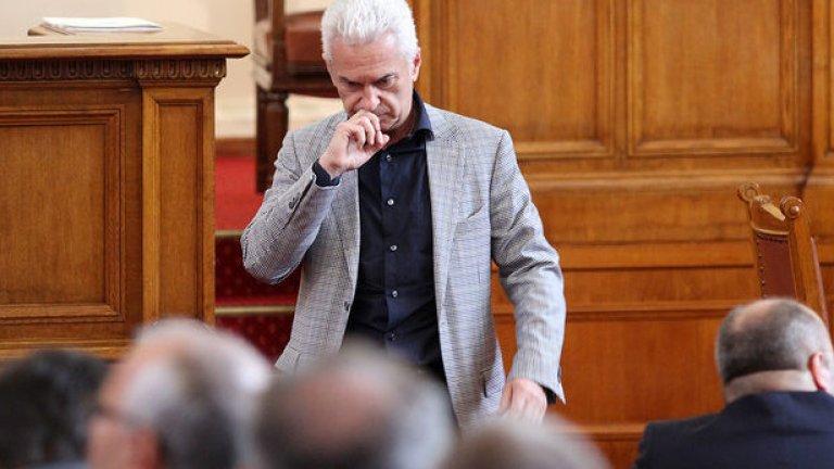 След 8 месеца буксуване и процедурни хватки СГС даде ход на процеса за хулиганство срещу Волен Сидеров.