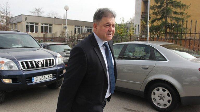 Николай Ненчев е оправдан по делото за ремонта на МиГ-29