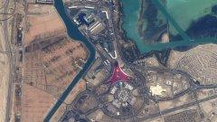 Разгледайте галерията, за да видите някои от неповторимите снимки на Андрю от космоса. На тази е пистата в Абу Даби.