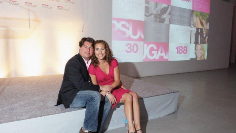 Брайън и Лиза Шугар. През 2005 година Лиза Шугар започва да си води блог за забавление, насочен към женската публика. В момента POPSUGAR e световноизвестен уебсайт с над 100 милиона души аудитория. Никак не е зле за нещо, стартирало като хоби. Двамата са щастливо семейство, а тя не спира да е секси.