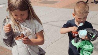 Защо обличам децата си в най-евтините възможни дрехи?