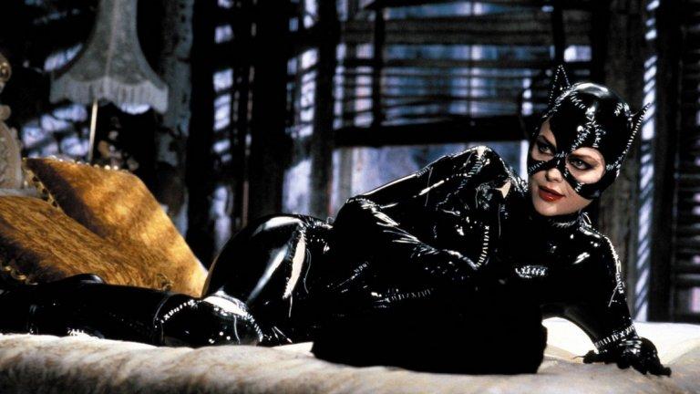 """7. Мишел Пфайфър -  На седмо място е историческата жена-котка, изиграна от Мишел Пфайфър в """"Батман се завръща"""", филм от 1992 година с режисор Тим Бъртън."""