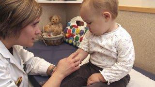 7 родителски грешки, когато водим детето да му взимат кръв