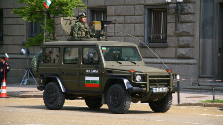 G270 Бронираната военна версия на знаменитата G класа на Mercedes. Джипът е на въоръжение в българската армия от близо 10 години, има противокуршумна броня и люк за разполагане на картечница на покрива.