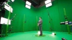 """Фотореалистичните холограми скоро ще станат достъпни дори през телефона...  На снимката: компанията 8i записва актьора Джон Хам на холограма за премиерата на филма Marjorie Prime по време на фестивала """"Сънданс"""""""