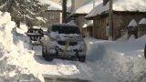 Булдозер и военна машина са проправили 15 км път през натрупалия сняг