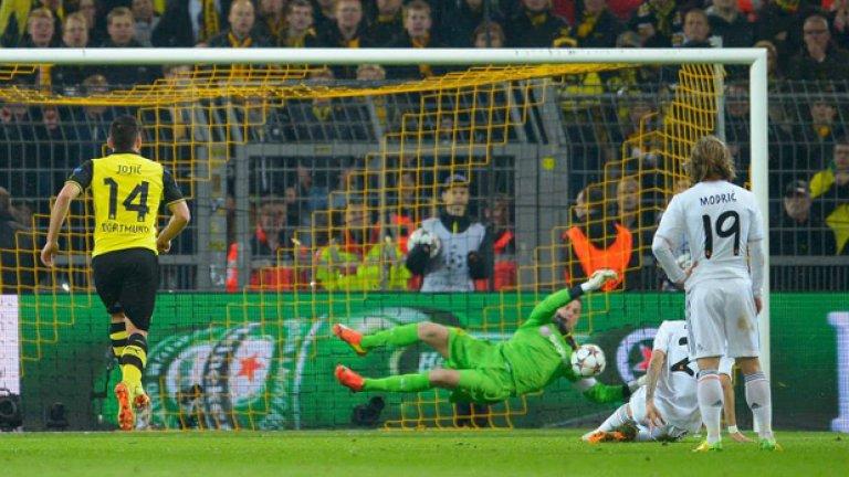 Роман Вайденфелер  Реши да свали вратарските ръкавици след 16 години в Борусия Дортмунд. Навъртя 453 мача, откакто дойде през 2002-ра за заместник на Йенс Леман.