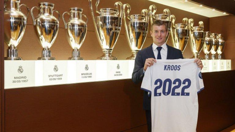 Германският Bild разкри, че футболистът е сложил подписа си върху 6-годишен контракт, който изтича на 30 юни 2022 г.