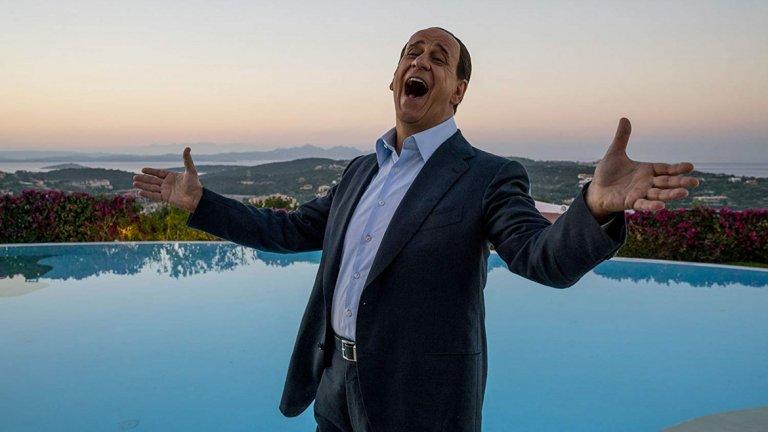 """""""Те""""  Преди петилетка Паоло Сорентино направи един от най-важните и разкошни филми на десетилетието - """"Великата красота"""". Сега той се отчете и с един от филмите на 2018-а година - """"Те"""". Първоначално, биографичният епос за живота на италианския бизнесмен, милиардер, политик и бивш премиер Силвио Берлускони излезе в родината си в две части. После Сорентино изряза близо 50 минути и пусна международна версия под формата на един филм."""