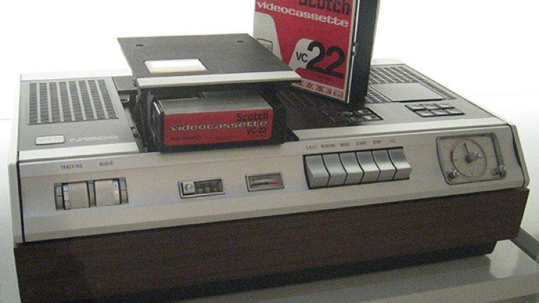 Един от първите видео-рекордъри Betamax. Изглежда като космически кораб. И е почти толкова голям