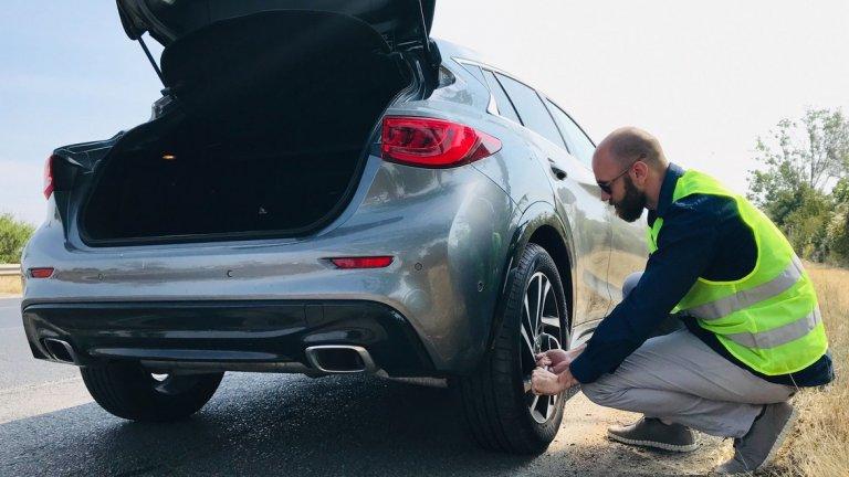 Колко трудно може да бъде да смениш гума?