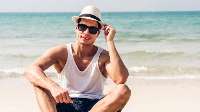 Те са финалният щрих към по-лежерното облекло в топлите дни, но са и изключително важни като защита от все по-парещото слънце.  Kои ще са модерните мъжки слънчеви очила това лято можете да видите в нашата галерия: