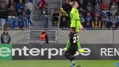 Лорис Кариус подари първия гол на Слован.