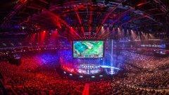 Близо 12 000 фенове на видеоигрите присъстваха на световното първенство на League of Legends през октомври 2015 г. в Mercedes-Benz Arena в Берлин. Милиони геймъри от цял свят проследиха събитието онлайн. Вижте в галерията 5 от най-масовите и популярни видеоигри за е-спортове.