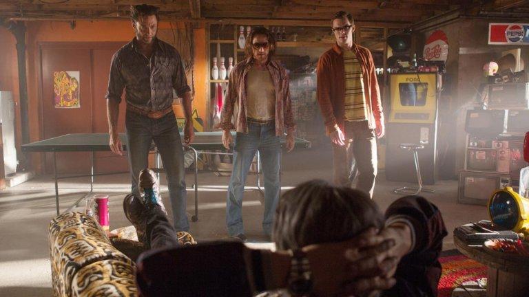 """X-Men: Days of Future Past (""""Х-Мен: Дни на отминалото бъдеще"""") Година:2014Доста фенове на супергеройската поредица очакваха тази част гръмко да се провали, но се случи точно обратното - тя получи високи оценки и от зрителите, и от критиката. В него Върколака (Хю Джакман, кой друг) е изпратен от бъдещето, в което мутантите биват преследвани от безмилостни машини, в спокойното минало, в което работата по тези машини още не е започнала. Неговата задача - да предупреди младите версии на мутантите там какво предстои, за да могат те навреме да вземат нужните мерки."""