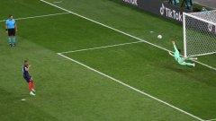 Моментът, в който Ян Зомер спаси дузпата на Килиан Мбапе и по този начин класира Швейцария на четвъртфиналите
