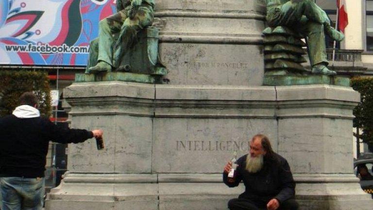 """Денят на написване на този текст съвпадна с 25-та годишнина от падането на Берлинската стена, разделяща физически един народ и се замислям за съвременните - не стени, а цели """"дворци"""""""