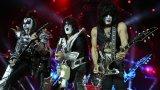 """Без """"кучка"""" и """"девствена душа"""": Как KISS се самоцензурираха на концерт в Дубай"""