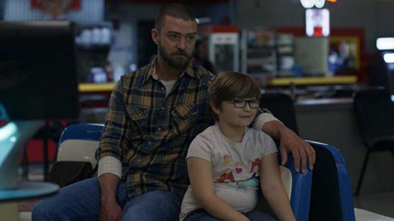 """Palmer (Apple TV+) - 29 януариСкоро не сме виждали Джъстин Тимбърлейк в роля в игрален филм, а в Palmers той директно грабва главната. Той влиза в образа на Еди Палмър - бивш затворник, който се сприятелява с малко момче, докато полага неимоверни усилия да избяга от миналото си. Новият приятел на Еди си има своите проблеми в хаотичното си, объркано семейство, пък и стигмата """"бивш затворник"""" не е лесна за преодоляване…"""