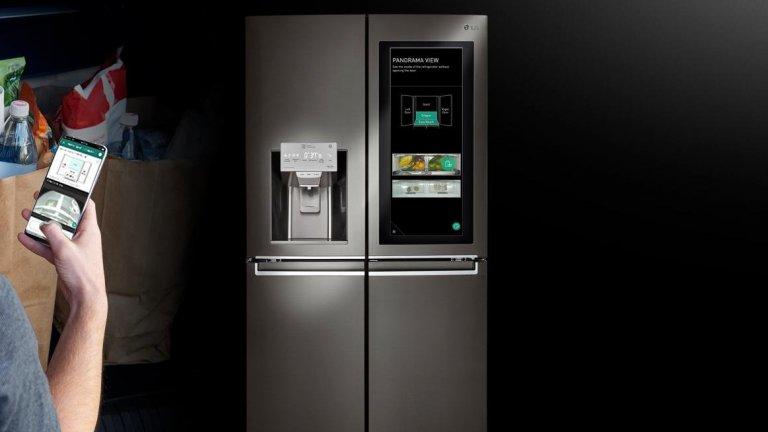 LG InstaView хладилникИма хладилници от бъдещето, има го и този LG InstaView, който брандът показа по време на CES. Той разполага с прозрачна секция, за да се виждат продуктите, може да бъде управляван през приложение на смартфона и има дори гласово разпознаване на собствениците си. Друга по-впечатляваща функция е диспенсерът за специален, бавно топящ се лед.