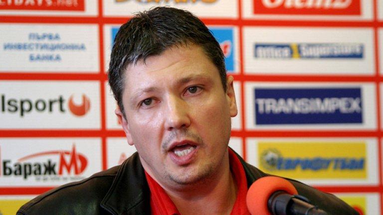 Любослав Пенев е първи избор на БФС, но на собственика на Литекс Гриша Ганчев не му се иска много да го пусне