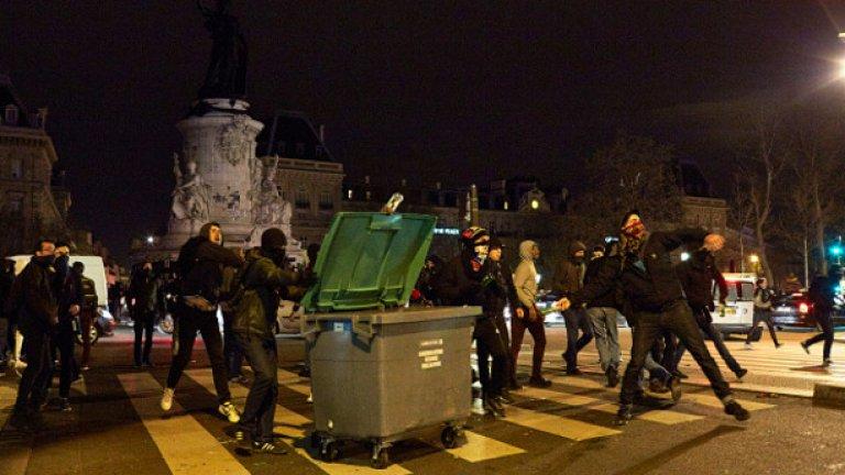 Нощните събиранията бяха провокирани от малки групи анархисти