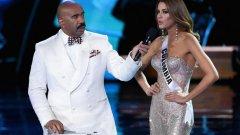 """Водещият Стив Харви, който е известно американско телевизонно лице, направи гаф като обяви името на колумбийката Ариадна Гутиерес Аревало за """"Мис Вселена"""" 2015 вместо това на филипинската красавица Пиа Алонсо Вурцбах"""
