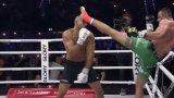 Поляк оцеля след три нокдауна, след което нокаутира Бадр Хари (видео)