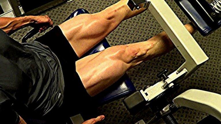 4. Наблягате на грешни упражнения Упражненията за бицепс и трицепс при мъжете и абдуктор/адуктор машините за вътрешна и външна част на бедрата при жените са приятни и лесни за изпълнение, но те не горят почти никакви калории. Причината е, че ангажират прекалено малка част на тялото и не могат да създадат особена предпоставка, за да се постигне необходимото натоварване с което да изгорите повече калории. Тези упражнения са известни като едноставни упражнения. От другата страна са многоставните упражнения. Те натоварват голяма част на тялото, горят повече калории за кратко време и са способни да създадат нужните условия да натрупате мускулна маса и да изгорите мазнини от хормонална гледна точка, като стимулират хормони в тялото като хормон на растежа и тестостерон. Такива упражнения са клек с щанга, мъртва тяга, румънска тяга, набирания, лицеви опори, напади, раменни преси, лежанка и други.