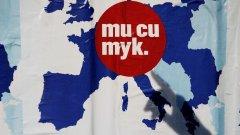 Утопия 2015: Впечатлени от огромните възможности в нова България, поне един милион имигранти се връщат обратно. Освен стероиди за икономиката, юпитата повишат раждаемостта и възраждат живота по европейски образец в отдавна забравени села и повехнали градове.