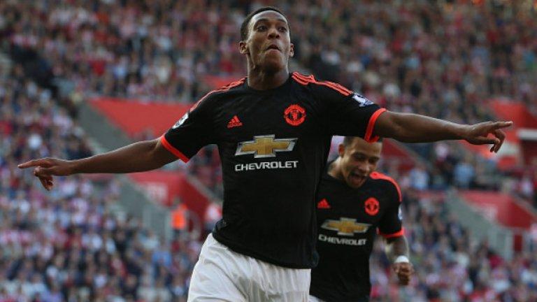 """Нападател: Антони Марсиал (Манчестър Юнайтед) С отсъствието на Серхио Агуеро от дербито, несъмнено мястото на нападателя остава за Антони Марсиал. Най-скъпият тийнейджър в историята отбеляза дебютния си гол за """"червените дяволи"""" в дербито срещу Ливърпул, вкара три попадения в първите си два двубоя за Юнайтед, но няма гол в последните три кръга. Ван Гаал се опитва да намери нова позиция за Марсиал, пращайки го на фланга, а Рууни да играе като централен нападател. Очевидно е обаче, че това не е мястото на французина и нападателната му мощ се губи по крилото."""