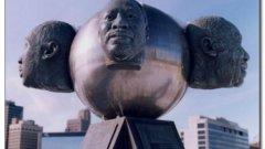 9. Мартин Лутър Кинг - Толедо, Охайо  Мартин Лутър Кинг е почетен навсякъде - от Милуоки до Уестминстърското абатство. Но това изображение в Толедо остава трайна следа в съзнанието и намира заслужено място в кошмарите на хората.