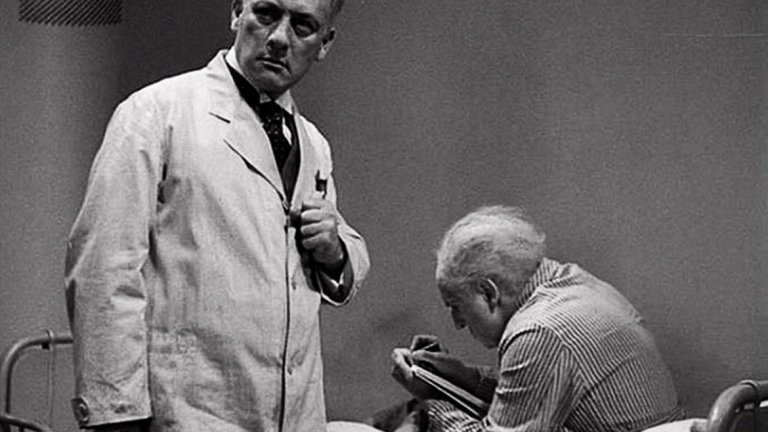 The Testament of Dr. Mabuse (1933 г., реж. Фриц Ланг)  Пишете сценарий и искате да създадете перфектен суперзлодей? Този филм е препоръката на Нолан за всеки, който иска да напише такъв персонаж.   Немският криминален филм на легендарния Фриц Ланг разказва за д-р Мабузе, който се намира в лудница и пише своите престъпни планове, които в един момент започват да стават реалност.