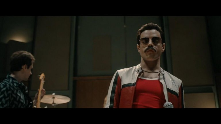 """""""Бохемска рапсодия"""" Екранизирането на нерероятната история за създаването на английската група Queen донесе на екипа 4 награди """"Оскар"""" през 2019 г.  """"Бохемска рапсодия"""" ще ви позволи да надникнете отблизо в цветния живот на вокалиста Фреди Меркюри, който минава през голяма трансформация, любовни разочарования и обичта на публиката по целия свят.  Във филма ще чуете едни от най-известните песни на групата, както и любопитни факти около тяхното създаване."""
