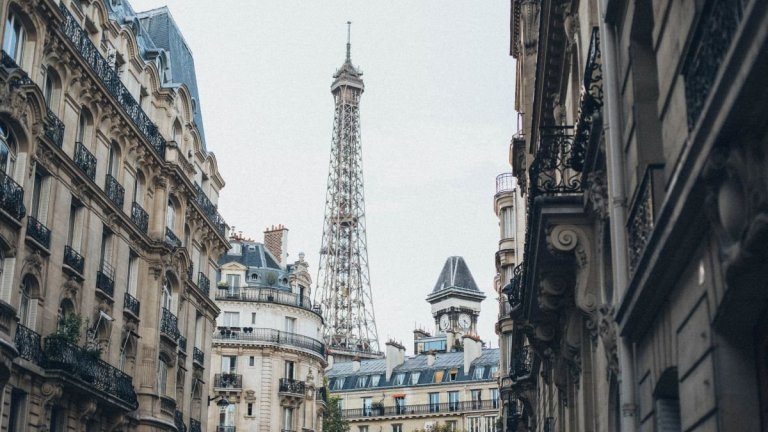 Amazon Explore и Airbnb Online Experiences са примери, че технологичните компании виждат потенциал в туризма от вкъщи