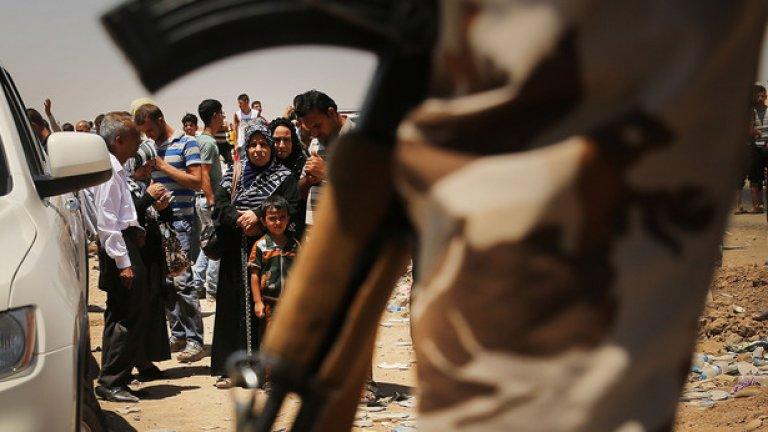 Сирийският град Кобани е разкъсан между западните сили и джихадистите, които вече държат почти половината от града
