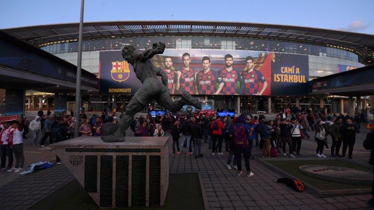 Барселона иска мотото You'll Never Walk Alone