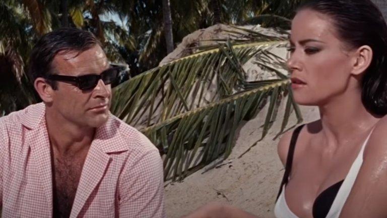 """""""Операция """"Мълния"""" (Thunderball, 1965 г.) Бонд е: Шон Конъри  Не е случайно, че и четвъртият филм с Конъри попада тук - ще ни прощават останалите актьори, но шотландецът, светла му памет, си остава най-добрият агент 007.  Тук Бонд трябва да разследва самолет с две атомни бомби, отвлечен от старите му познайници от СПЕКТЪР. И тъй като слънчевите острови са перфектното място за шпионски разправии, британският агент се озовава на Бахамите, където с помощта на агент на ЦРУ трябва да предотврати поредната глобална заплаха."""