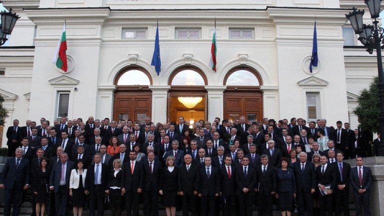 Ако нямаш идея на какво чудовище да се направиш за празника, спокойно можеш да се преобразиш като български политик.