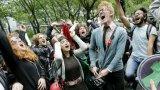 След периода на Световната икономическа криза през 2008 г.  сегашната ситуация отново ще засегне най-силно младите хора на възраст между 25 и 40 години