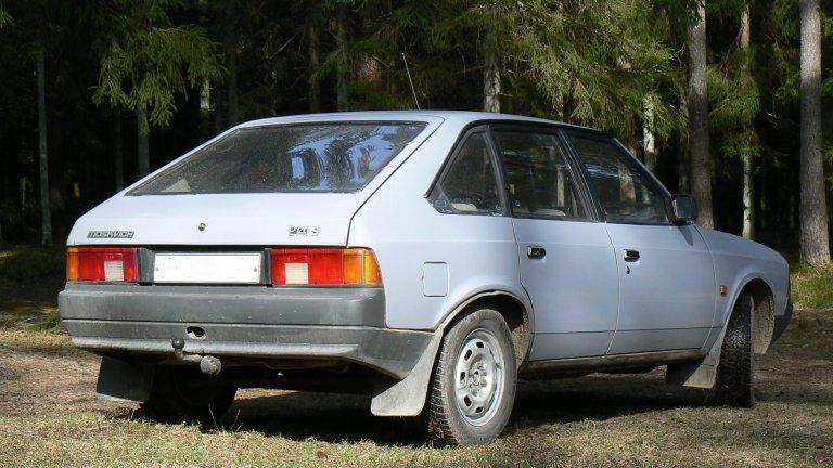 Москвич-21413На външен вид това е Москвич Алеко, само че под капака му бие дизелово сърце, при това произведено от Ford. Това е разновидност на добре познатия Москвич, снабдена с двигател, много подобен на този във Ford Sierra. Той е 1,8-литров, разполага с 60 конски сили и е бил предназначен за продажба в Западна Европа. Заводът в Москва оптимистично поръчва 20 хил. двигателя от Ford, но свикналите на удобства западняци не са особено въодушевени от колата.