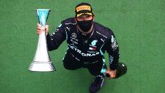 Люис Хамилтън изравни рекорд на Михаел Шумахер