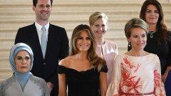 Готие Дестене на обща снимка с първите дами на НАТО - Мойка Стропник (Словения), Тора Маргрет Балдвинсдотир (Исландия), Емине Ердоган (Турция), Мелания Тръмп (САЩ) и Кралицата на Белгия Матилде. Вижте още снимки в галерията.