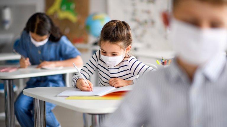 В годината на коронавируса няма как да очакваме, че децата просто ще влязат в клас и всичко ще е както преди