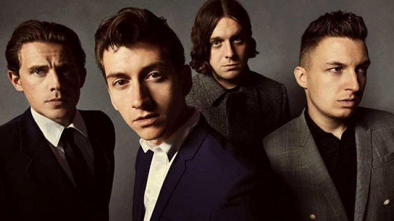 Arctic Monkeys – Whatever People Say I Am, That's What I'm Not (2006)  Една нова вълна от британски китарни групи като The Libertines и Franz Ferdinand вече навлизаше, но четворката от Шефийлд напълно превзе умовете и плейлистите първо във Великобритания, а после и по света. Дебютът им е дефиниращ за едно цяло поколение и предизвика вълнение, каквото британците не бяха изпитвали от Definitely Maybe на Oasis.  Сардоничните и проникновено наблюдателни текстове на певеца Алекс Търнър звучаха толкова свежо и различно, че преродиха целия жанр. Избухването на бандата беше и ранно доказателство за способността на интернет да изстрелва непознати изпълнители – в разстояние на шест месеца Arctic Monkeys изминаха пътя от непозната инди група в MySpace до върховете на класациите. Доста от феновете им смятат, че бандата така и не успя да достигне качеството на първия си албум, макар че AM (2013) си остава най-известното им издание.