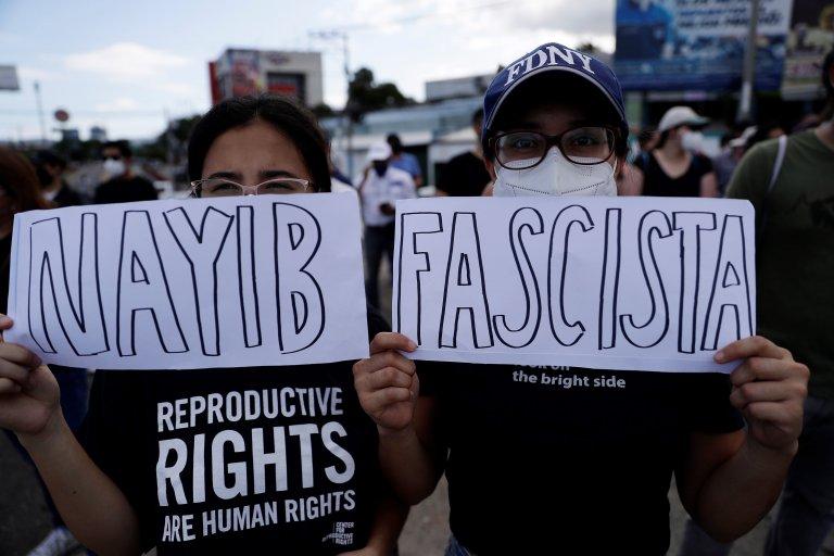 Недоволството срещу идеята на президента Букеле продължава