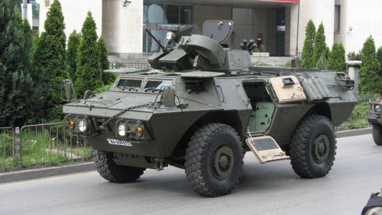 М1117  Бронираната машина M1117 се използва за патрулиране и охрана на конвои. Въоръжена е с 12,7-mm картечница и 40-mm гранатохвъргачка. У нас е на въоръжена в два варианта - базовият Guardian и удълженият Commando Select. И двата ще бъде показани на парада.